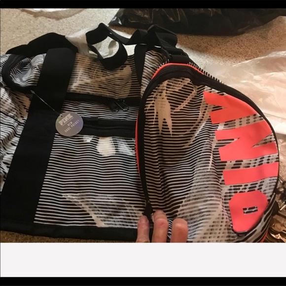 d34c03b8062e53 PINK Victoria's Secret Bags | Nip Vs Pink Palm Print Essential ...